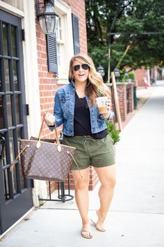 Moda Plus Size: Guia COMPLETO para Escolher a Roupa Ideal Source by outfits 2020 plus size Summer Outfits Women 30s, Summer Outfits For Moms, Plus Size Summer Outfit, Casual Summer Outfits, Short Outfits, Spring Outfits, Plus Size Summer Fashion, Casual Plus Size Outfits, Casual Shorts
