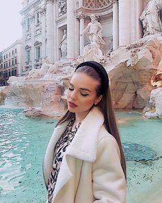 """💫ЗАГАДАЙ ЖЕЛАНИЕ💫  Словно часть античного мифа, воплотившаяся в наше время, возвышается в Риме над одноимённой площадью Фонтан Треви⛲️.Это,пожалуй, самый грандиозный и монументальный фонтан в столице Италии. Он появился в Риме недавно - всего 2 с половиной века назад. Для римских достопримечательностей это совсем небольшой возраст. Но один из самых """"молодых"""" символов Вечного города таит в себе древнюю историю и множество легенд.  Традиция бросать монетки в фонтан Треви имеет туманные… Instagram, Fashion, Moda, Fashion Styles, Fashion Illustrations"""