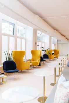 An all new female-only co-working space is set to open in Toronto. The Wing, a network of co-working and community spaces designed for women, announced that it will be in Toronto in early Commercial Interior Design, Office Interior Design, Commercial Interiors, Coworking Space, Space Interiors, Office Interiors, Office Pods, Workspace Design, Co Working