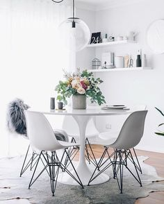 Molded Plastic Arm Chair features a molded plastic shell in your choice of color. Its legs are crafted of a chromed steel that makes up a pyramid base. #eiffelchair #moldedplasticarmchair #chromedsteel #pyramid #eameschair #sidechaie #tuliptable