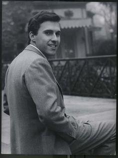 Buon compleanno Riccardo! Riccardo Del Turco (Fiesole 07 settembre 1939) cantautore, musicista, produttore discografico, attore ed editore musicale italiano. https://youtu.be/dO2NWjPKsbM ♫ RICCARDO DEL TURCO ♪ LUGLIO (1968) ♫ (Video + Testo) ♪ http://tucc-per-tucc.blogspot.it/2016/09/riccardo-del-turco-luglio-1968-video.html