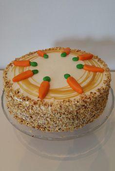 Viime synttäreilläni (huhtikuussa) tarjosin vierailleni tätä todella maukasta porkkanakakkua! Kohta täytyy taas m... Pie Recipes, Carrots, Food And Drink, Pudding, Baking, Desserts, Carrot Cakes, Inspired, Style