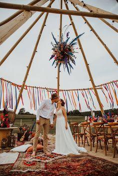 Bunte Colors of Love Festival Hochzeit - Hochzeitskiste Festivals, Floral Wedding Decorations, Festival Wedding, Festival Decorations, Boho Chic, Reception, Wedding Day, Outdoor, Beach