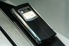 Vertu Collapses in a Fast-Paced Digital World