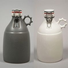 Hand slip-cast stoneware growler - holds and keeps cold 64 oz. Clever Packaging, Beer Growler, All Beer, World Crafts, Home Brewing Beer, Beer Recipes, Looks Cool, Craft Beer, Brewery