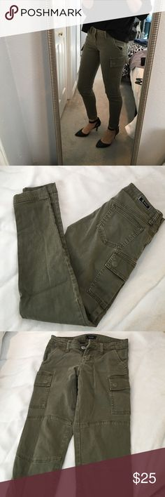 🎉BOGO Army green skinny pants Chic army green skinny pants! Utility style but with a touch of glam. Great for street style looks! They look amazing with heels. Pants Skinny