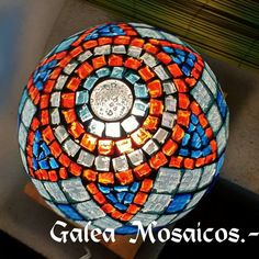 Esfera cemento Tile Crafts, Mosaic Crafts, Mosaic Projects, Mosaic Tile Art, Mosaic Glass, Stained Glass, Mosaic Flower Pots, Mosaic Garden, Mosaic Bowling Ball