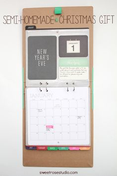 Looking for a semi-homemade Christmas gift that doesn't require a mountain of effort? Create a semi-homemade Christmas Gift with a sweet personalized calendar from Recollections and Michaels! #giftsatmichaels