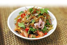 This is a crunchy ikan bilis snack with sour-spicy-sweet kerabu dressing, with loads of tomatoes and coriander. Asian Recipes, Real Food Recipes, Cooking Recipes, Healthy Recipes, Ethnic Recipes, Cooking Ideas, Yummy Recipes, Healthy Food, Cold Dishes