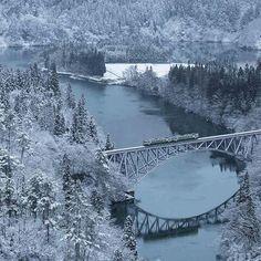 電車撮るの楽しかった  待ち時間が長すぎていい大人2人が雪だるま作って遊びましたw  なにを強調したいんだかよく分からない写真になってしまいましたが、記念ポストです🙇🏻 いい大人のうちの一人→ @masaiokeda  Location : Fukushima  #japan_daytime_view  #写真好きな人と繋がりたい #airy_pics  #photo_jpn #water_perfection #instamood #只見川 #instagramjapan #igersjp #lovers_nippon #team_jp_ #special_shots #gununkaresi  #icu_japan #ig_world_colors #tv_living  #lens_lovers_united #東京カメラ部 #ig_humanplus #photo_jpn #art_of_japan_ #ink361_asia #撮り鉄 #artofvisuals #shoot2kill #agameoftone #way2ill #thecreative…