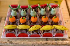 Que tal fazer uma festa quitandinha com muita cor e que vai encher os olhos dos convidados? Venha ver essa seleção de inspirações imperdíveis!
