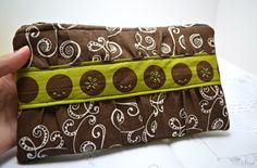 Brown and green gathered clutch by mohu | Project | Sewing / Bags & Purses | Kollabora #diy #kollabora #sewing #clutch