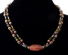 Interesting use of focal bead horizontally instead of vertically like most are....