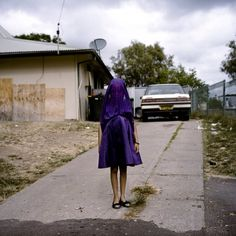 World press photo Laurinda Raphaela Rosella Portraits 2015 prize singles Laurinda waits in her purple dress for the bus that will take her to Sunday School. Documentary Photographers, Female Photographers, Les Oscars, World Press Photo, British Journal Of Photography, Photo Awards, Portraits, Contemporary Photography, Street Photo