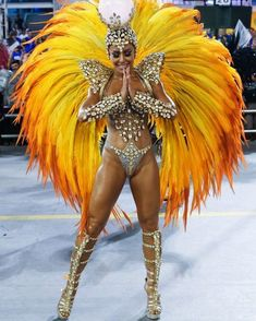 Sabrina Sato is a Brazilian comedian and TV personality. She thanks God for Bum Bum Cream. Costume Carnaval, Showgirl Costume, Burlesque Costumes, Dance Costumes, Halloween Costumes, Carnival Fashion, Carnival Girl, Carnival Outfits, Rio Carnival Costumes