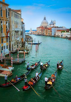 ✯ Six gondolas on Venice's iconic Canal Grande Canal