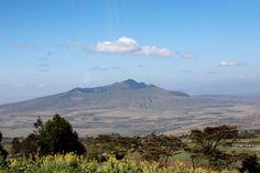 Vallée du Rift, Kenya#La Vallée du Rift s'étend sur plus de 7 000 kilomètres. Elle suit la grande faille qui parcourt l'Afrique de l'Est. De nombreux lacs et spectaculaires dépressions s'alignent sur la Vallée du Rift, offrant de magnifiques paysages. Entre falaises et anciens volcans, vous ne pourrez vous en lasser.#http://urlz.fr/3hlZ#purplepearl.wordpress.com