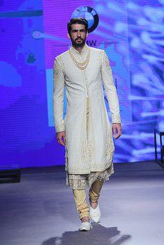 New wedding dresses indian men tarun tahiliani 18 ideas New Wedding Dress Indian, Indian Wedding Outfits, New Wedding Dresses, Indian Outfits, Indian Weddings, Punjabi Wedding, Sherwani Groom, Wedding Sherwani, Wedding Men