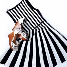 Perfect dress for a sunny day! #annefontaine #ootd #lia #dress #stripes #black #white #beautiful #fashion #pfw #spring #summer #instadaily