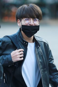 Uploaded by ‹₃. Find images and videos about kpop, bts and jungkook on We Heart It - the app to get lost in what you love. Bts Jungkook, Maknae Of Bts, Taehyung, Busan, Rapper, Bank Fashion, Jeongguk Jeon, Bts Boys, Taekook