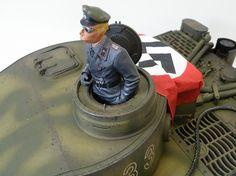 ≪NO.0107≫  ・ニックネーム  第101空挺師団       ・メーカー名、車種、年式  Panzerkampfwagen VI     ・アピールポイント  1/16 ラジコン戦車 タイガー 1型  ジャーマングレーの車体を迷彩に塗装しました  所ジョージ車長はタミヤのフィギュアを改造  (`Д´)ゞ ほな!