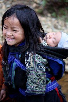 H'mong girl (Northwest Vietnam).  http://www.pinterest.com/ksayess/children-of-the-world/
