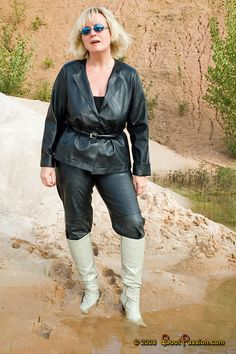 A forum for discussions about wet and messy shoes and boots and all other forms of high heel abuse. Wellies Boots, Wet Look, Leather Leggings, Mud, High Heels, Mini Skirts, Hipster, Leather Outfits, Sexy