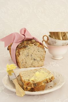 Beer bread with caramelised onions and Roquefort cheese