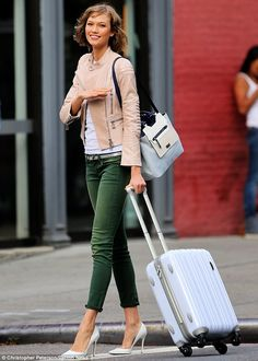 traveling in style | adore everything about this outfit! Green skinnies // white t // white pumps // nude, blush leather jacket // wavy natural hair