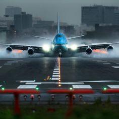 #boeing #runway Air Birds, Airline Alliance, International Civil Aviation Organization, Airport Design, Airplane Flying, International Airlines, Jumbo Jet, Air Space, Commercial Aircraft
