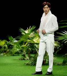 Vietnam Fashion Week SS17 - Ready to wear.  Designer: Duy Nguyen Photo: Cao Duy