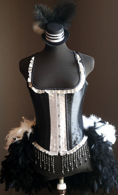 MADAME - Burlesque Moulin Costume Corset Rouge, Black White pin-up sexy dress Corset Costumes, Burlesque Costumes, Burlesque Corset, Black And White Tuxedo, Tuxedo Dress, White Outfits, Lady, Dress Up, Prom Dresses