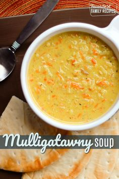 Mulligatawny Soup with rice, shredded chicken, carrots, apples, and raisins served in a white bowl with pita slices to the side Chicken Curry Soup, Chicken Spices, Chicken Soup Recipes, Vegetarian Soup, Indian Soup, Comida India, Soup Appetizers, Cuisine, Soups