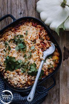 KESÄKURPITSA-HALLOUMIPAISTOS - Hannan soppa Veggie Recipes, Vegetarian Recipes, Healthy Recipes, Healthy Food, Easy Cooking, Cooking Recipes, Pesco Vegetarian, Food Porn, Good Food