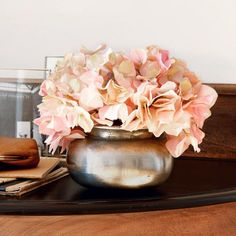 Vase - Perfekt für volle Bouquets, Teerosen oder ganz pur: Diese zeitlos elegante Vase fungiert in jedem Zustand als wunderschöner Hingucker. Lieferung ohne Dekoration. - ab 19,95€
