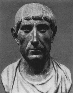 Бюст Константина II. Мрамор. Сер. IV в. Рим, Национальный Римский музей.