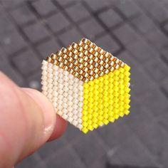 Broche Carré cube - en perles miyuki modèle déposé ! merci de citer #motifblackpearl visible sur instagram @b_l_a_c_k_p_e_a_r_l