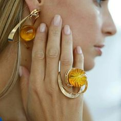 Dandelion ring from the Organic Jewellery collection by Karpov & Karpova gold with diamonds & amber