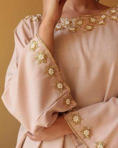 49 Ideas Embroidery Blouse Fabrics For 2019 Zardosi Embroidery, Embroidery On Kurtis, Pearl Embroidery, Hand Embroidery Dress, Kurti Embroidery Design, Bead Embroidery Patterns, Couture Embroidery, Embroidery Fashion, Mode Abaya