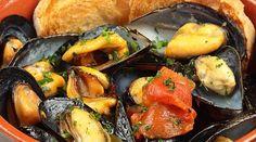 Un classico della cucina pugliese, anzi tarantina. La zuppa di cozze. http://www.hipuglia.com/2013/06/zuppa-di-cozze-alla-tarantina.html