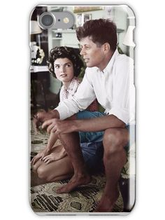 Jacqueline Bouvier is beging John Kennedy to buy a second wireless gamepad for the Historical photo. Jacqueline Bouvier is beging John Kennedy to buy a second wireless gamepad for the Jacqueline Kennedy Onassis, John Kennedy, Estilo Jackie Kennedy, Les Kennedy, Jaqueline Kennedy, Celebridades Fashion, Familia Kennedy, Colorized Photos, Colorized History