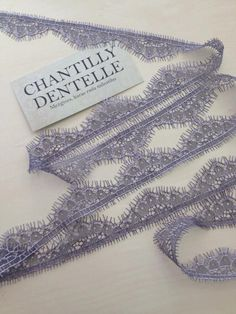 Luz rendas Chantilly Lace berinjela aparar por ChantillyDentelle