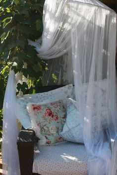 We always dream about sleeping in the garden under the stars. So if you have a garden you can make that dream come true. Canopy Outdoor, Outdoor Rooms, Outdoor Fun, Outdoor Gardens, Outdoor Living, Outdoor Beds, Outdoor Stuff, Outdoor Furniture, Garden Nook