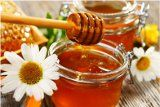 The Top 7 Wholesome Health Benefits Of Honey (Nutrition, Skincare And Hair Health) Home Remedies For Rosacea, Natural Home Remedies, Natural Honey, Natural Herbs, Raw Honey, Makeup Tricks, Best Face Products, Pure Products, Homemade Face Pack