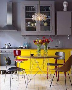 Adoro essa combinação! Cozinha mais linda!! #arquitetura#architecture#pinterestinspired#pinterest#design#decor#decoracao#decoracaodeinteriores#decoração#decoration#cozinha #kitchen #kitchendesign #cinzaeamarelo #cinza #grey #amarelo #yellow #inspiração#reference#referencia#instacool#instalove#instadecor#instadesign