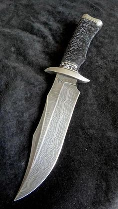 How To Care For Your Survival Knife – Metal Welding Cool Knives, Knives And Tools, Knives And Swords, Pretty Knives, Trench Knife, Beil, Metal Welding, Knife Art, Swords And Daggers