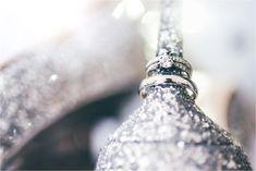 show your bling ;) wedding and engagement rings with fabulous bridal shoes. Fotos eurer Eheringe und Verlobungsring mit Glitzer- Hochzeitsschuhen sind eine auffällige Idee, hier etwas anders umgesetzt. Destination Wedding in Kroatien im Hotel Kvarner Opatija. Foto: Matthias Friel Photography