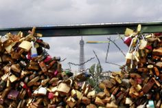 Love Locks being removed from Ponts Des Arts Bridge in Paris 7