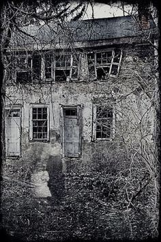 Nova Scotia Ghost stories and Paranormal tales Photo Halloween, Halloween Vintage, Creepy Halloween, Ghost Images, Ghost Pictures, Spooky Places, Haunted Places, Real Haunted Houses, Photo Post Mortem