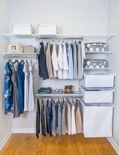 modern- closet pequeno com tons de azul